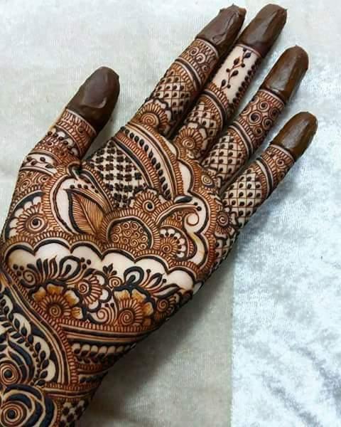 Indo Western Bridal Mehendi Artist and Dulhan Mehndi designer.jpeg